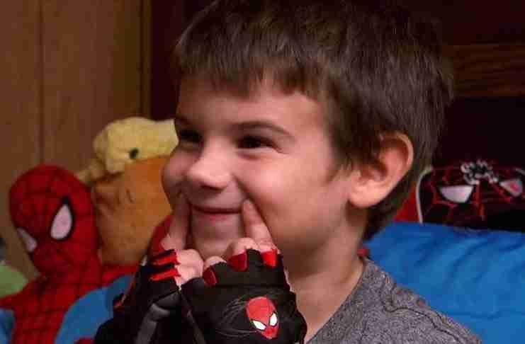 Αυτός είναι ο Jaden Hayes. Ο Jaden είναι 6 ετών και είναι ορφανός.