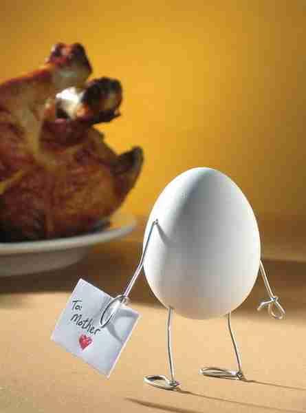 Το αξιολάτρευτο αυγό που θρηνεί τη μαμά του..