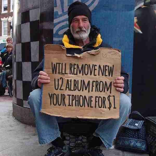 """Ο άντρας που προσφέρει τις πολύτιμες υπηρεσίες του.. """"Για ένα δολάριο μόνο αφαιρώ το νέο άλμπουμ των U2 από τα iPhone"""""""