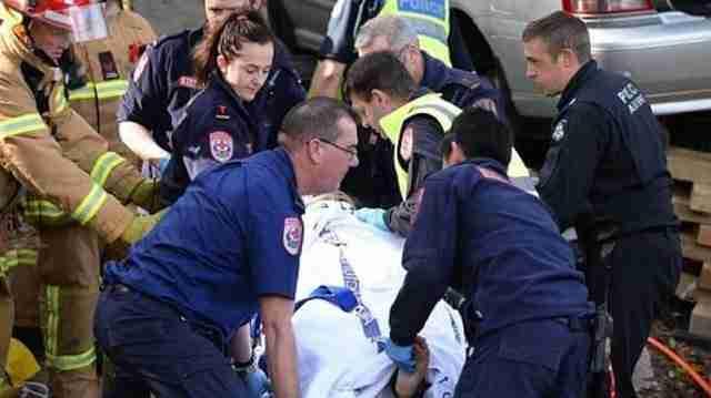 Ακόμη και η μαμά του Φλίντ, αν και ακόμη παγιδευμένη κάτω από το αυτοκίνητο, δήλωσε ότι ένιωσε ανακούφιση όταν κατάλαβε ότι ο γιος είναι καλά και χαρούμενος.