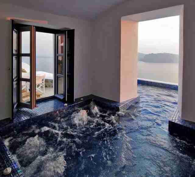 Μια εσωτερική πισίνα σαν αυτή..