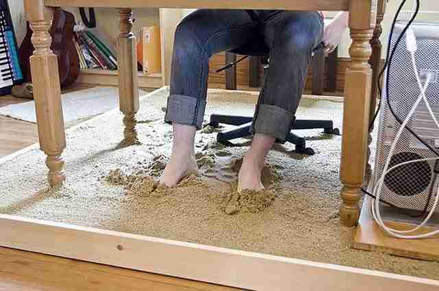 Μια παραλία κάτω από το γραφείο σας..
