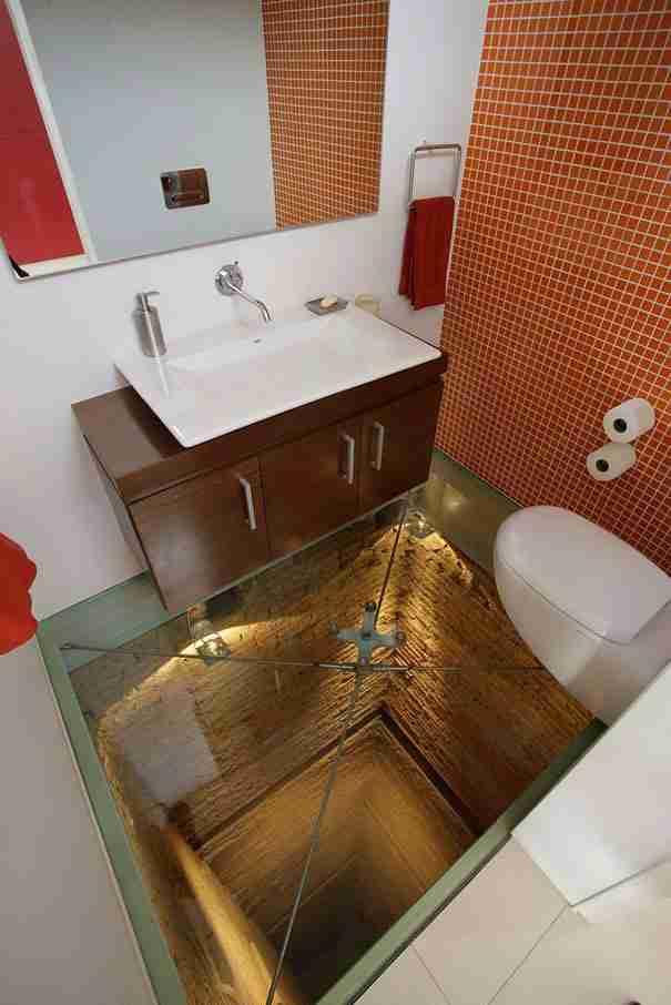 Βάλτε γυάλινο δάπεδο στο μπάνιο
