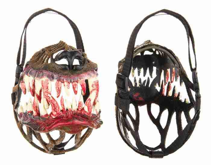 Αυτή η μάσκα θα κάνει τον σκύλο σας να μοιάζει λίγο πιο.. τρομακτικός!
