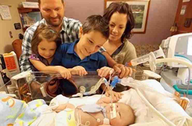 Η μαμά του ήθελε να το αγκαλιάσει μία τελευταία φορά πριν πεθάνει. Τότε έγινε το θαύμα..