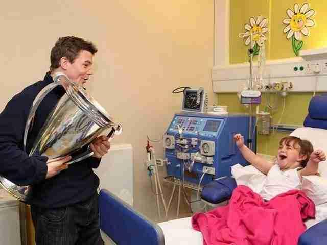 Ένας Ιρλανδός παίκτης του ράγκμπι, ο Μπράιαν Ο' Ντρίσκολ, επισκέπτεται μια από τις μεγαλύτερες οπαδούς του στο νοσοκομείο!