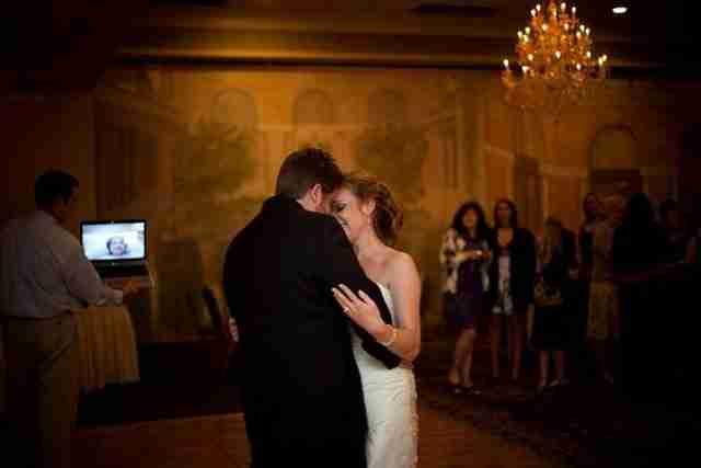Μια βαριά άρρωστη παρακολουθεί τον γάμο της κόρης της από το Skype.