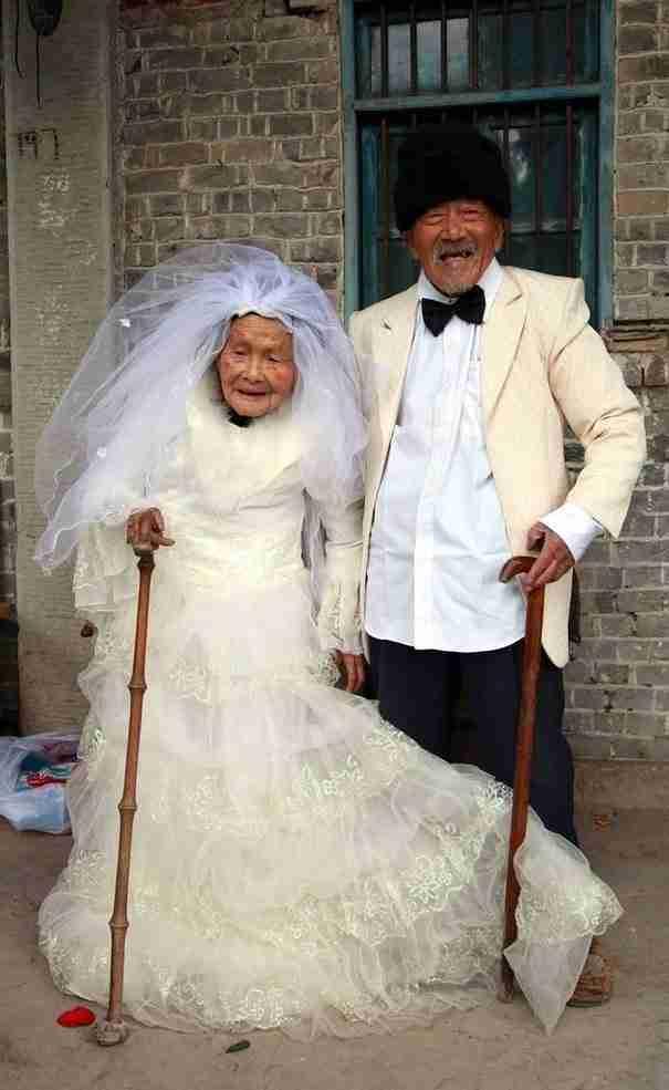 Η πρώτη φωτογραφία του γάμου των Γου Κόνγχαν και της συζύγου του Γου Σόνγκσι, 88 χρόνια μετά τον γάμο τους.
