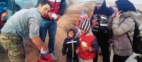 Ο 33χρονος κτηνοτρόφος από τη Λήμνο που μοίρασε το γάλα τους στους πρόσφυγες