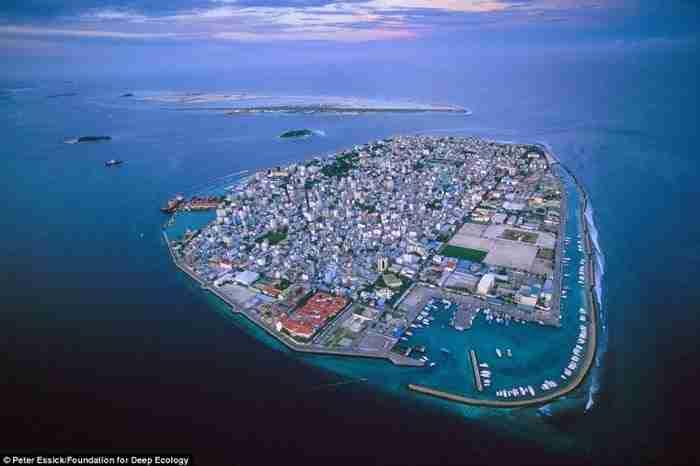 Ο παράδεισος έχει σχεδόν χαθεί. Οι Μαλδίβες, ένας δημοφιλής προορισμός διακοπών, απειλούνται από την άνοδο της στάθμης της θάλασσας.