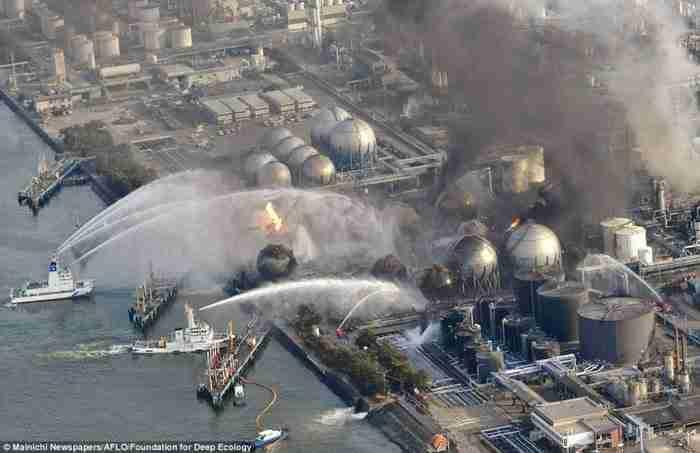 Ενώ όλος ο κόσμος παρακολουθούσε τα γεγονότα στη Φουκουσίμα, ένας τεράστιος σταθμός παραγωγής θερμότητας και ηλεκτρισμού καίγονταν μόλις λίγα μίλια μακριά.