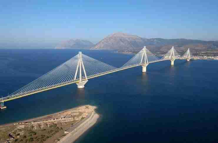 Δείτε πώς είναι τα θεμέλια της γέφυρας Ρίου-Αντιρρίου! Θα νιώσετε θαυμασμό και δέος