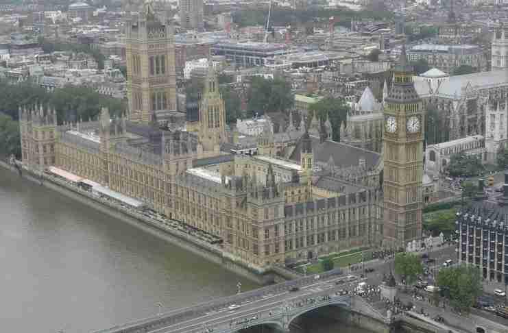 Όποιος πεθαίνει στο Κοινοβούλιο, τεχνικά δικαιούται κηδεία με έξοδα του κράτους.