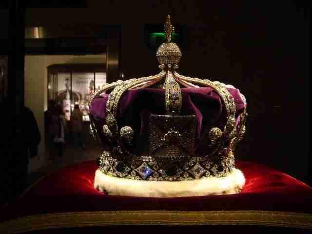 Τα βασιλικά κοσμήματα μπορούσε να τα θαυμάσει το κοινό από τον 17ο αιώνα.