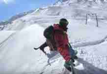 Βρήκε ένα άλογο κολλημένο στο χιόνι. Ο τρόπος που το έσωσε είναι επικός!