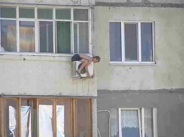 Οι γυναίκες ζουν περισσότερο από τους άνδρες. Αυτές οι ξεκαρδιστικές φωτογραφίες εξηγούν ακριβώς το γιατί.