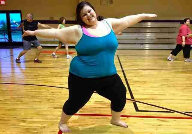 Έχασε το μισό της βάρος σε μόλις 15 μήνες. Αλλά υπάρχει ένας ακόμη λόγος που δείχνει υπέροχη!