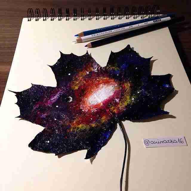 Αυτοδίδακτη καλλιτέχνης χρησιμοποιεί ως καμβά φύλλα δέντρων και δημιουργεί μικρά αριστουργήματα!
