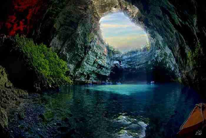 Το εντυπωσιακό, βαραθρώδες λιμνοσπήλαιο της Μελισσάνης στην Κεφαλονιά