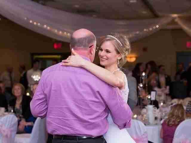 Αυτή η νύφη μόλις είδε τον άνθρωπο που της έσωσε τη ζωή έκανε κάτι πολύ τρυφερό..