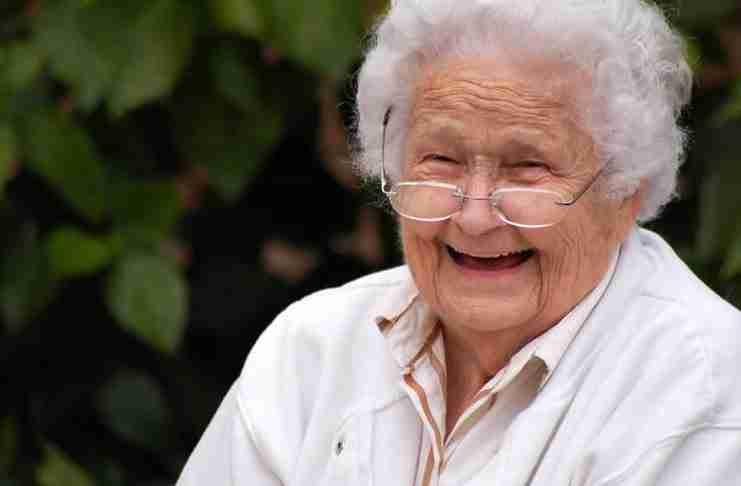 Μια τυφλή 92χρονη δίνει στη νοσοκόμα ενός γηροκομείου ένα μάθημα ζωής..