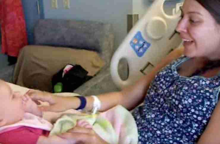 Έδωσαν σε αυτή τη νέα μαμά το υγιέστατο μωράκι της. Τρεις εβδομάδες μετά έπαθε το σοκ της ζωής της..