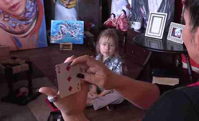 Οι επιστήμονες πιστεύουν ότι αυτό ο μικρό αγόρι μπορεί να έχει τηλεπαθητικές ικανότητες