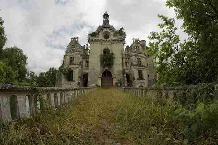 Αυτό το παραμυθένιο κάστρο κρύβει ένα μεγάλο μυστικό... Και είναι πολύ λυπηρό.