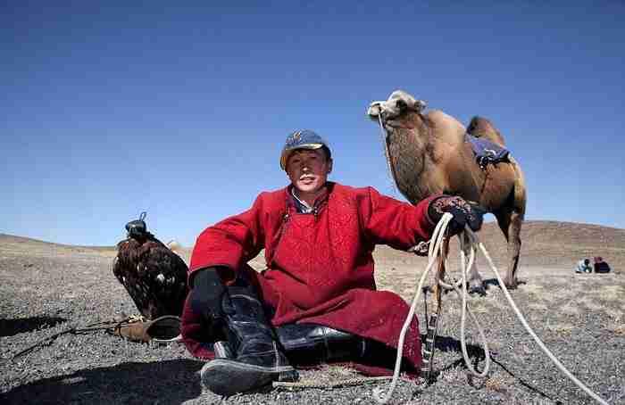 Φωτογράφος ταξίδεψε στην Μογγολία για να φωτογραφίσει τους κυνηγούς με αετούς των βουνών Αλτάι