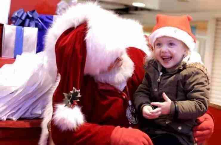 Ο Άγιος Βασίλης έκανε το καλύτερο δώρο σε αυτό το κορίτσι με προβλήματα ακοής
