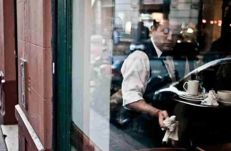 Μορφωμένος είναι αυτός που θα μιλήσει στη σερβιτόρα όσο ευγενικά θα μιλούσε στον προϊστάμενό του.