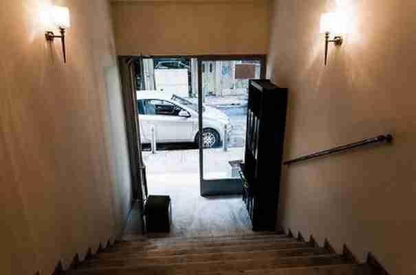 Η πρώτη πολυκατοικία για αστέγους στη Μπουμπουλίνας