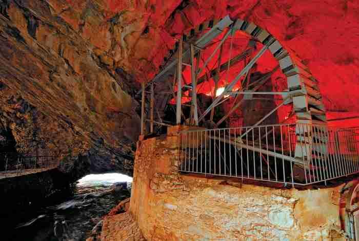 Το Σπήλαιο Πηγών Αγγίτη: Ένα μαγευτικό υπόγειο ποτάμι στη Δράμα