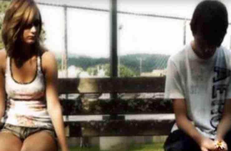 Ένα πλούσιο κoρίτσι απέρριψε έναν φτωχό νεαρό. 10 χρόνια αργότερα τον είδε ξανά..