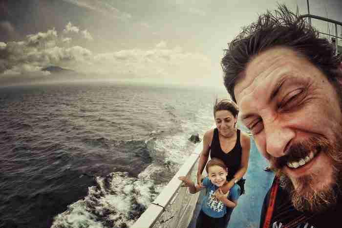 Ήθελαν να δείξουν τον κόσμο στον 4χρονο γιο τους. Έτσι ξεκίνησαν ένα ταξίδι 28.000 χιλιομέτρων