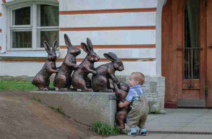 25 άνθρωποι που ξέρουν πώς να διασκεδάσουν μόλις δουν ένα άγαλμα