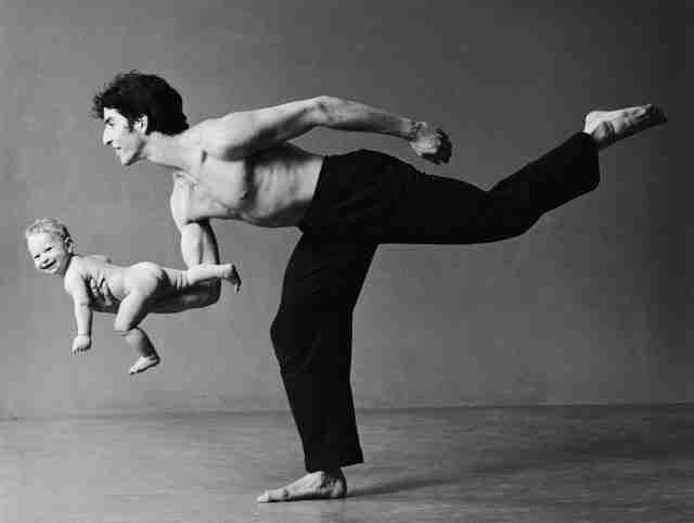 Πατέρας και γιος: 22 αστείες φωτογραφίες που αποκαλύπτουν τη δυνατή αυτή σχέση..