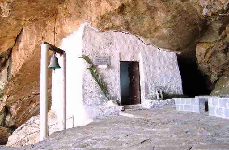 Άγιος Στέφανος: Το εκκλησάκι που για το χτίσιμο του δεν χρειάστηκαν ούτε πάτωμα αλλά ούτε και ταβάνι!