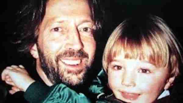 Ο διάσημος τραγουδιστής είχε πάει στη κηδεία του γιου του. Λίγες ώρες αργότερα έλαβε ένα απρόσμενο γράμμα