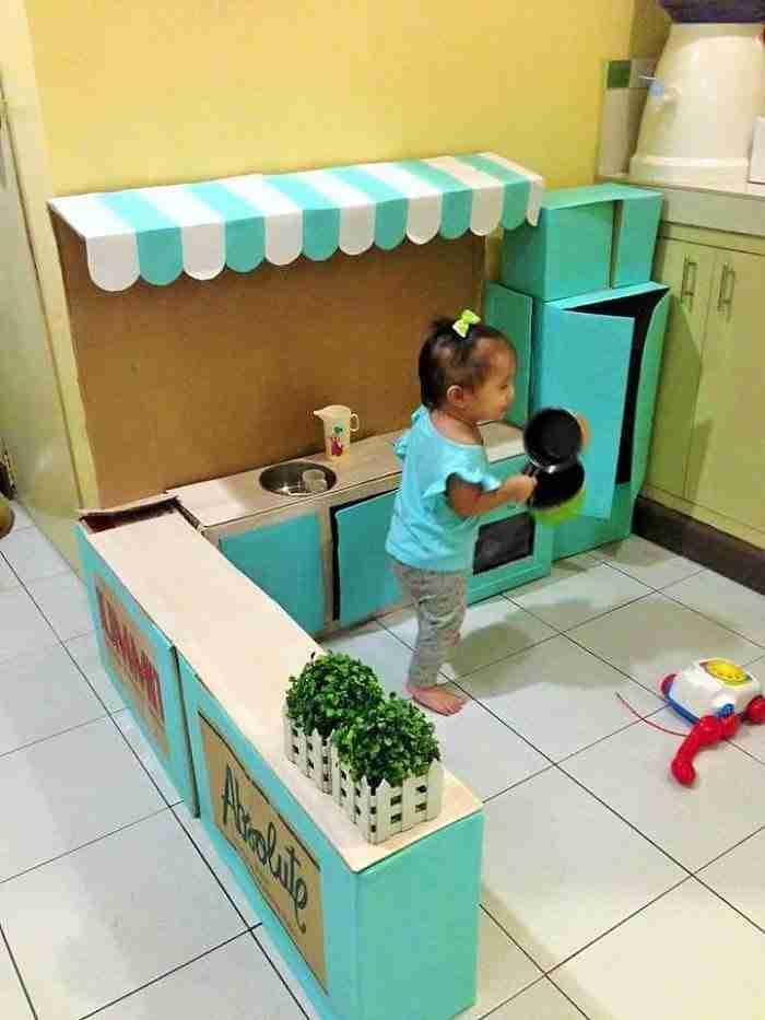 Μάζεψε άδεια χαρτόκουτα και κατασκεύασε κάτι πολύ όμορφο για τη μικρή της κόρη