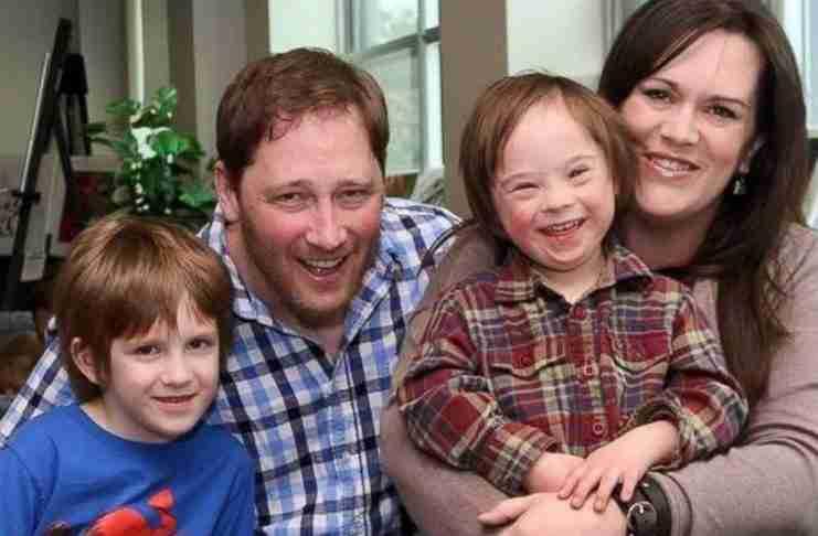 """Η συγκινητική εξομολόγηση πατέρα ενός παιδιού με σύνδρομο down: """"Δεν είναι ασθένεια"""""""