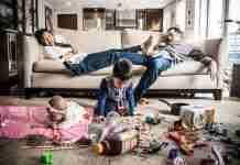 Πως είναι πραγματικά να είσαι γονιός; Μια φωτογράφιση γεμάτη χιούμορ και ειλικρίνεια