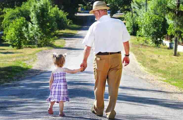 Η μαμά εκνευρίστηκε που η κόρη της πήγαινε συνέχεια με τον παππού στο γηροκομείο. Δεν ήξερε..