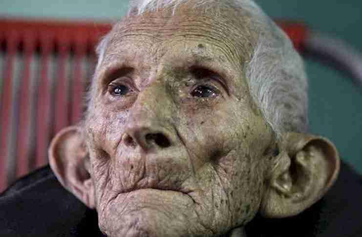 Όταν πέθανε μόνος του στο γηροκομείο, οι νοσοκόμες νόμιζαν ότι δεν είχε τίποτα που να έχει αξία. Μέχρι που είδαν αυτό!