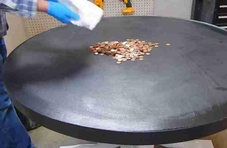 Άφησε 35 δολάρια σε κέρματα πάνω στο τραπέζι. 10 ώρες αργότερα έφτιαξε κάτι μοναδικό!