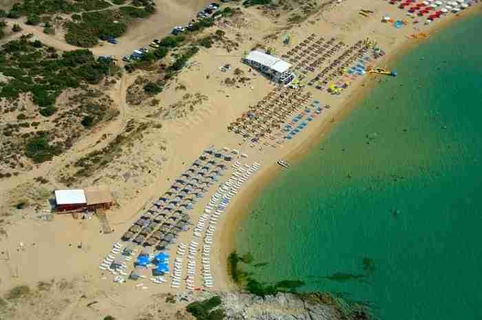 Γαλαζοπράσινα νερά και μια απέραντη αμμουδιά...Αυτή είναι η καλοκαιρινή όαση της Β. Ελλάδας!