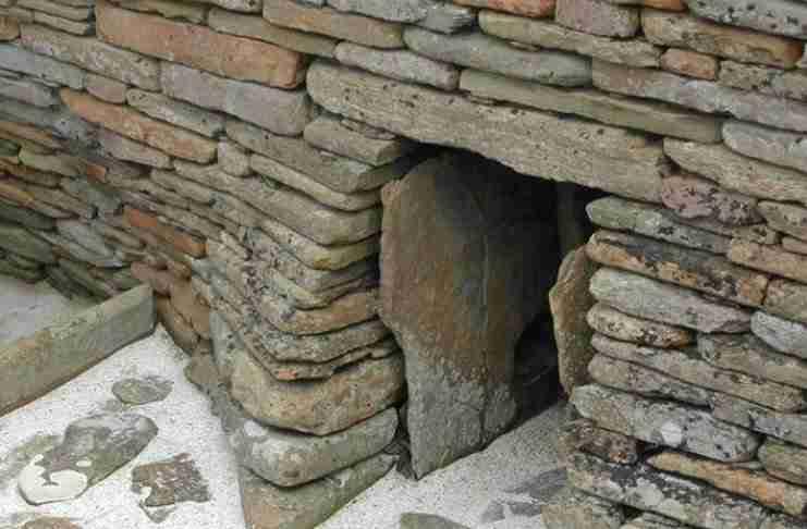 Ένας αγρότης ανακάλυψε μία κρυμμένη πόρτα. Αυτό που υπήρχε μέσα, άφησε τους πάντες άφωνους!