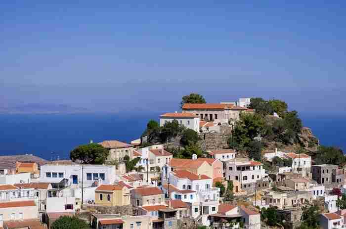 Οκτώ νησιά, το ένα πιο όμορφο από το άλλο, σε απόσταση αναπνοής από την Αθήνα!