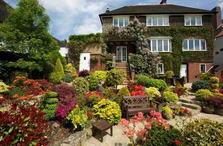 """17 πανέμορφα σπίτια """"πνιγμένα"""" στα λουλούδια!"""