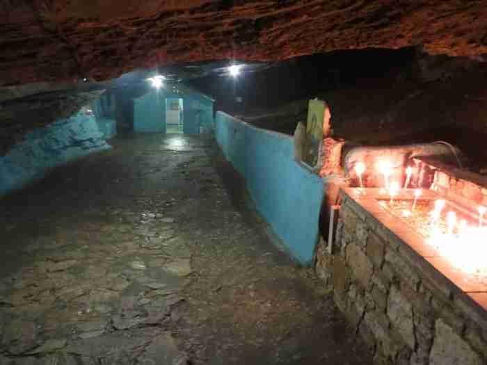 Η Σπηλιανή του Πυθαγορείου. Το εκκλησάκι που είναι χτισμένο στο εσωτερικό μιας σπηλιάς!